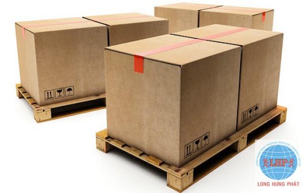 Đóng gói hàng hóa để gửi đi Mỹ